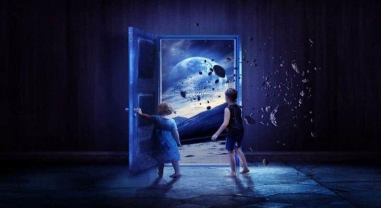 enese kogemine läbi iseenda lapsed fantaasia maailm mäed kivid uks tüdruk poiss põrand sein