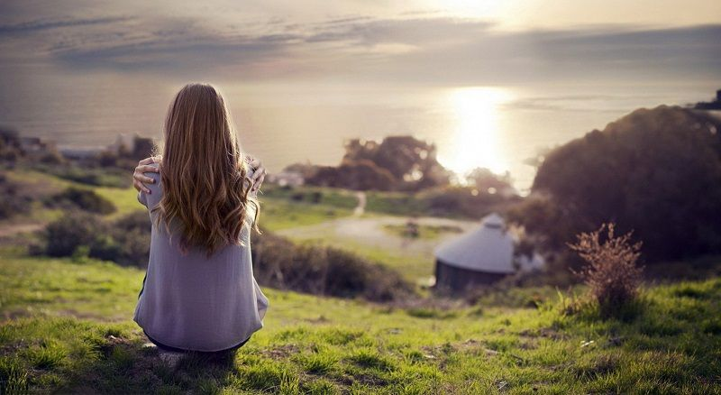 Vaikne endasse kasvamine, Naine, Inimene, Vaatab Loodust, Vesi, Kalli endale, HingeTee